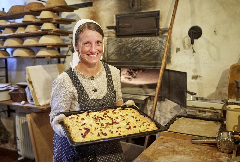 Bäckerin im Backhaus