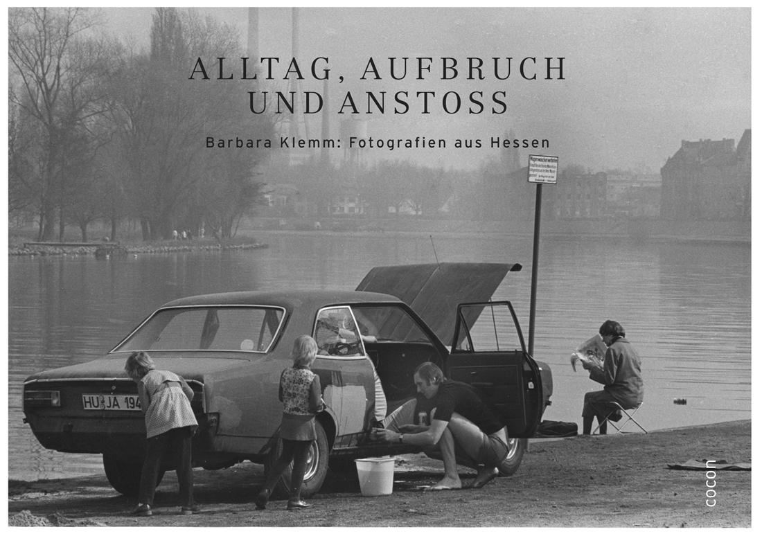 """Buchtitelabbildung """"Alltag, Aufbruch und Anstoss. Barbara Klemm: Fotografien aus Hessen"""""""