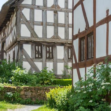 Blick auf Fachwerkhäuser in der Baugruppe Mittelhessen
