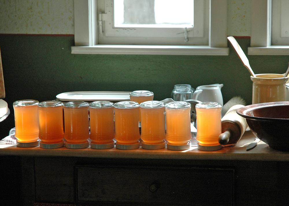 Gläser mit eingekochter Marmelade