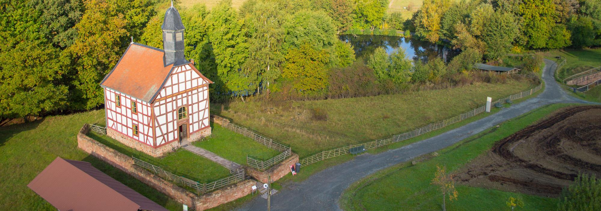 Außenansicht Kirche aus Ederbringhausen