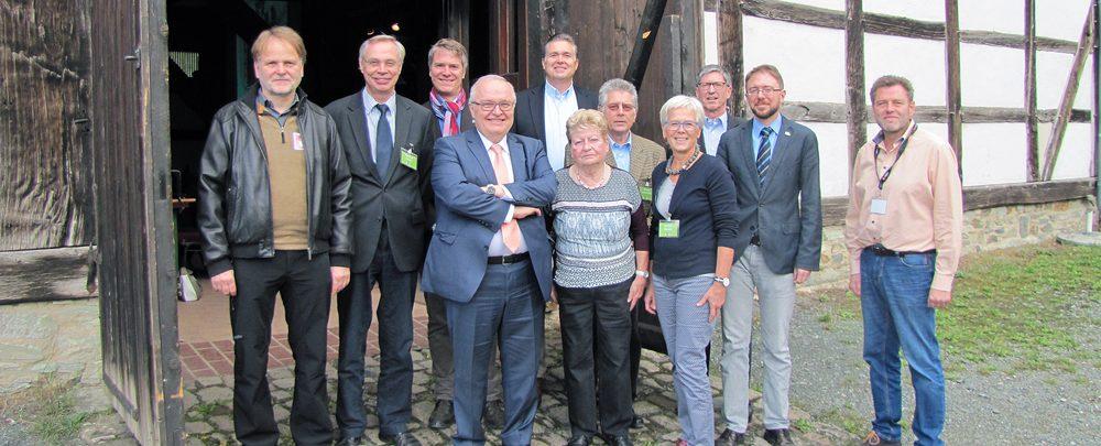 Von links nach rechts: Volker Kuth, Manfred Gönsch, Jürgen Banzer, Renate Riesop, Cornelia Albrecht, Gregor Maier, Wolfgang Sauer, dahinter Jens Scheller, Wilhelm Speckhardt, Roland Linnemann und Klaus Hoffmann.
