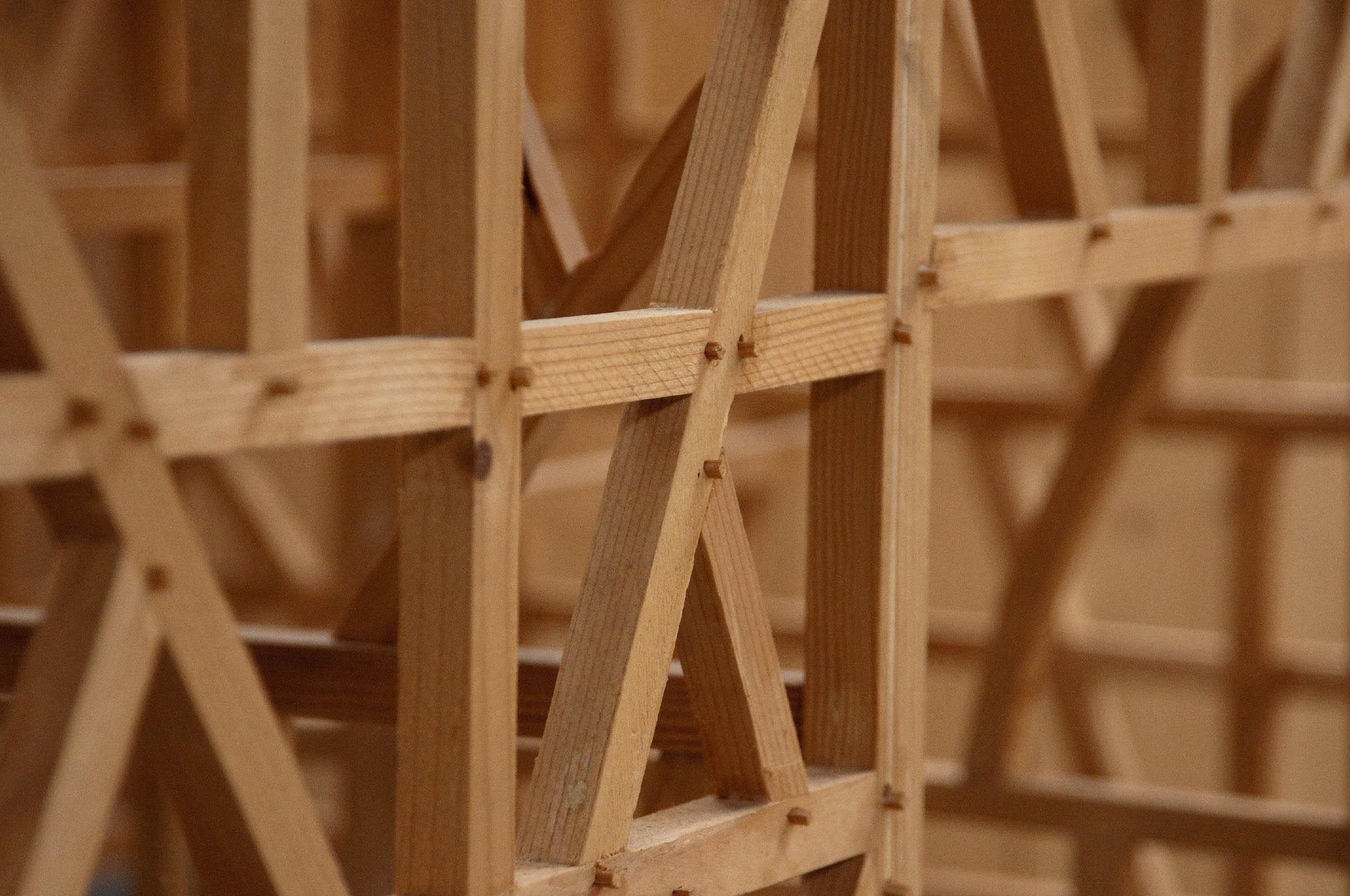Detailaufnahem eines Fachwerkgerüstes aus Holz