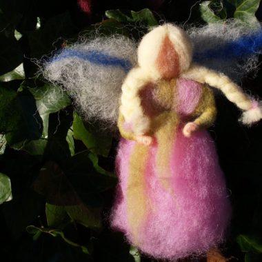 Kleine Fee aus Wolle