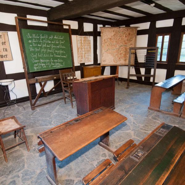 Innenaufnahme historisches Klassenzimmer im Haus aus Frickhofen