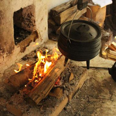 Feuerstelle mit Kochtopf