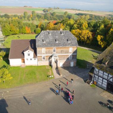 Drohnenaufnahme Gutshaus aus Solms