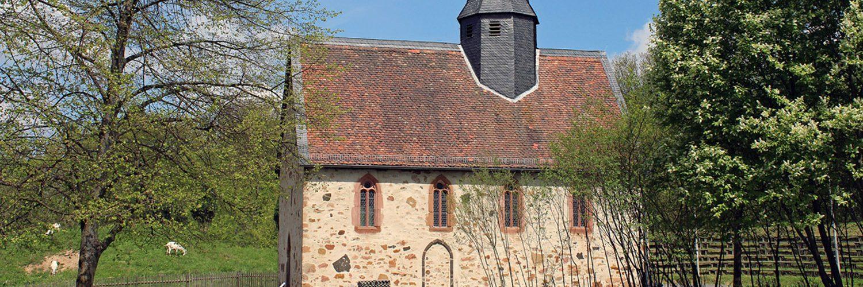 Seitenansicht der Kapelle aus Lollar