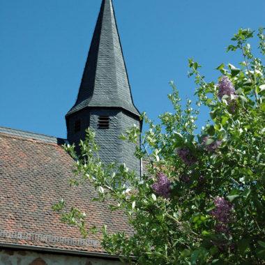 Achteckiger Dachreiter mit Wetterhahn der Kapelle aus Lollar
