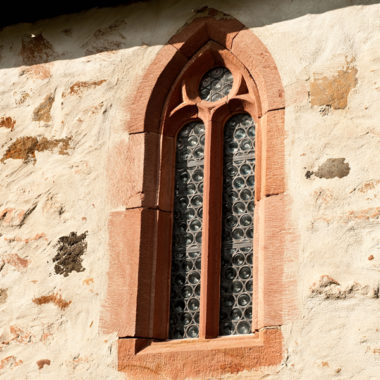Kirchenfenster der Steinkapelle ais Lollar