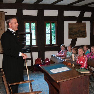 Schulstunde in der historischen Schule