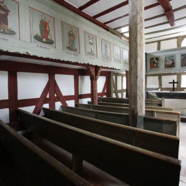 Innenaufnahme der Kirche aus Niederhörlen