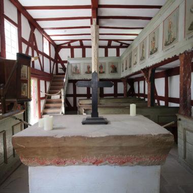 Innenaufnahme in der Kirche aus Niederhörlen