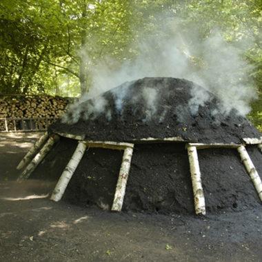 Schwelender Kohlenmeiler