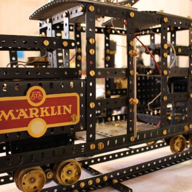 Märklin-Zug aus dem Metallbaukasten
