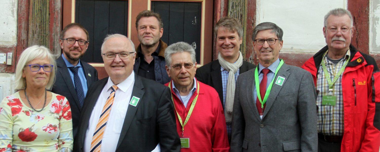 Von links nach rechts: Cornelia Albrecht, Gregor Maier, Jürgen Banzer, Wolfgang Sauer, Roland Linnemann, Jens Scheller, Klaus Hoffmann und Bernd Schwämmlein. Es fehlen Silvie Kreibiehl, Thomas Pauli und Manfred Gönsch.