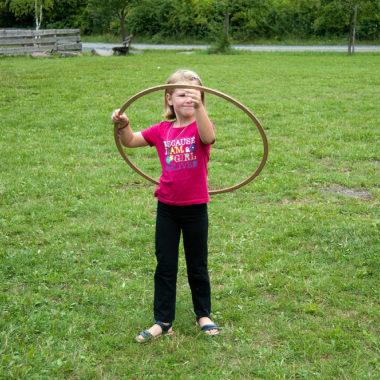 Alte Kinderspiele auf der Spielwiese