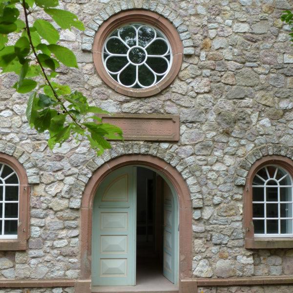 Blick auf den Eingang der Synagoge aus Groß-Umstadt