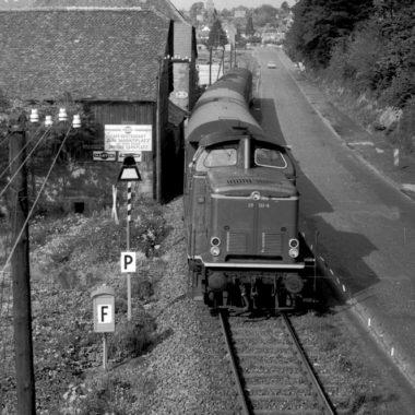 Historische schwarz-weiß Aufnahme der Vogelsbergbahn