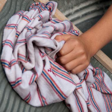Wäsche waschen mit dem Waschbrett